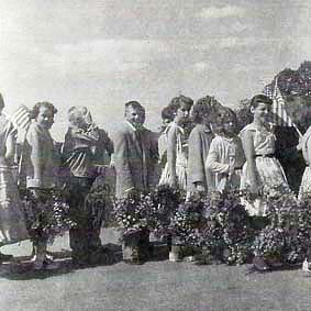 Fillmore's Decoration Day Children with Wreaths